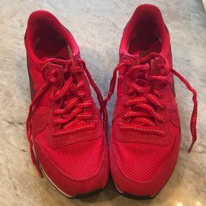 Barely worn red Nike Internationalist 8.5 sneakers